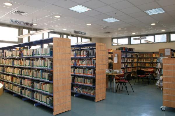 נחום מלצר יצחק אפריל אדריכלים ספרייה מעלה אדומים פנים (1)