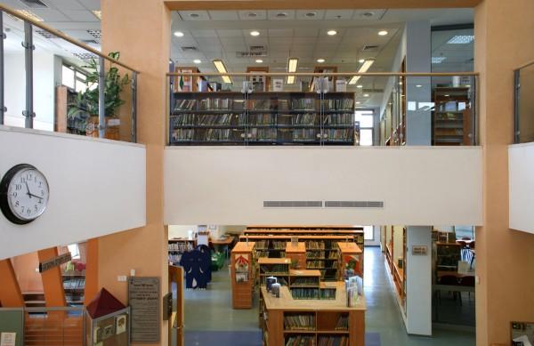 נחום מלצר יצחק אפריל אדריכלים ספרייה מעלה אדומים פנים (4)