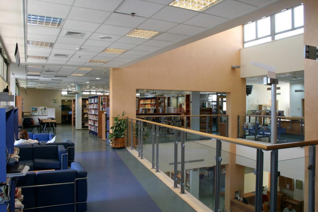 נחום מלצר יצחק אפריל אדריכלים ספרייה מעלה אדומים פנים (5)