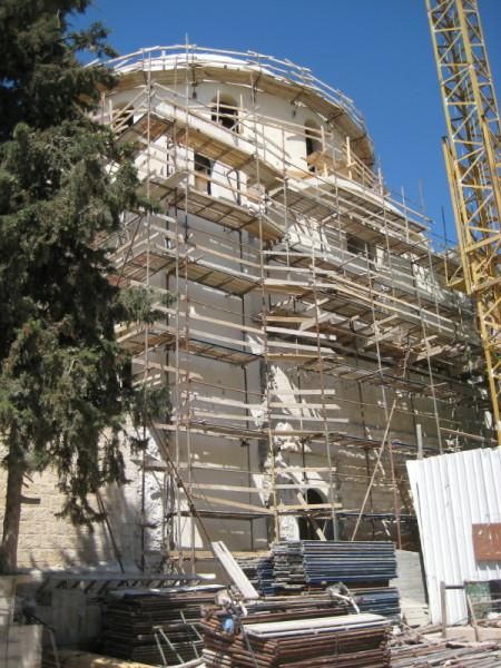 שלד בית הכנסת בבניתו.